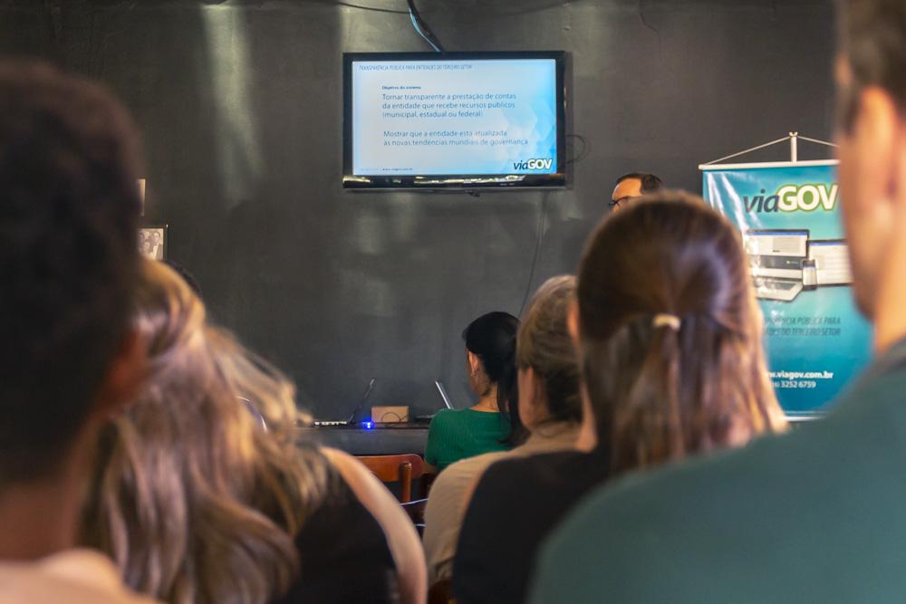 Público presente em evento de lançamento do viaGOV.
